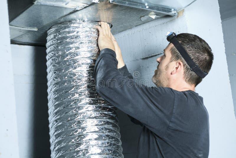 Verificação do líquido de limpeza da ventilação para a poeira nela foto de stock royalty free