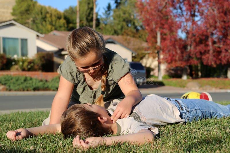 Verificação do pulso do CPR fotografia de stock
