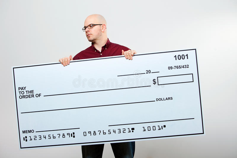 Verificação: O homem sério com verificação olha para tomar partido imagens de stock royalty free