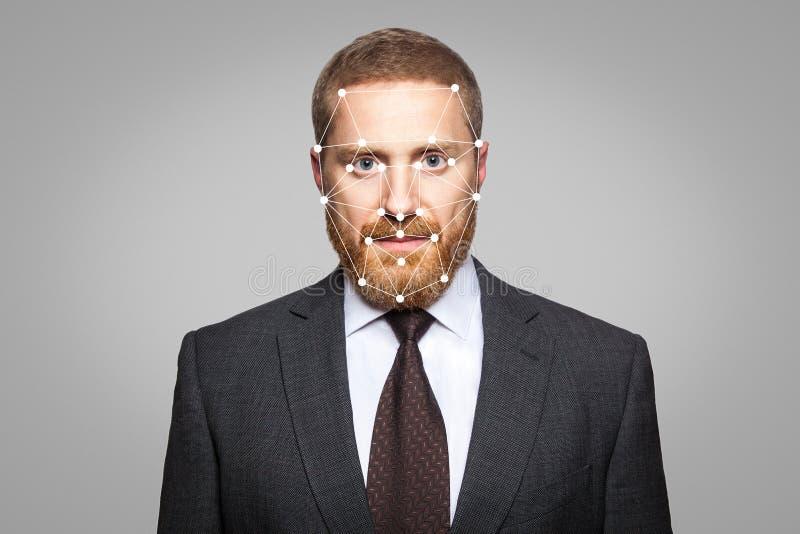 Verificación biométrica - reconocimiento de cara del hombre de negocios imagen de archivo