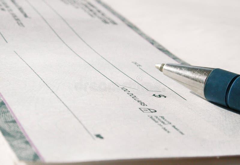 Verificación y pluma foto de archivo