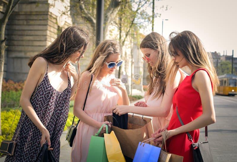 Verificando compras fotos de stock royalty free
