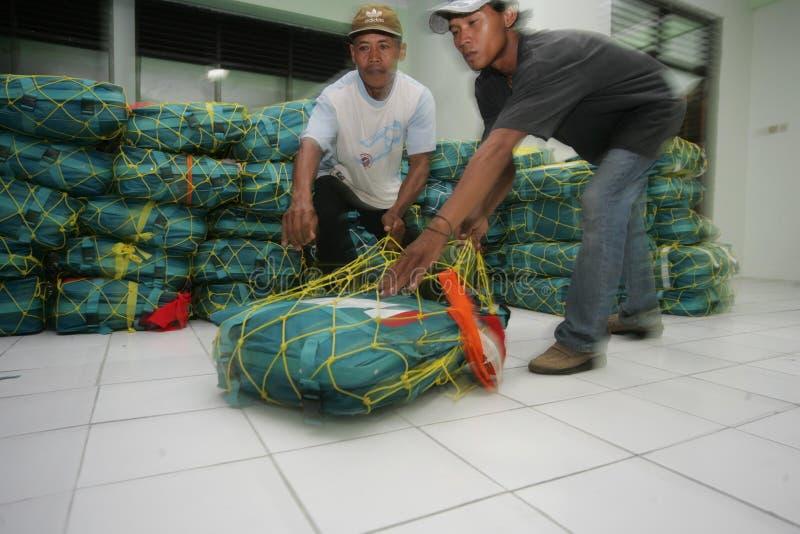 Verificando sacos do Haj foto de stock