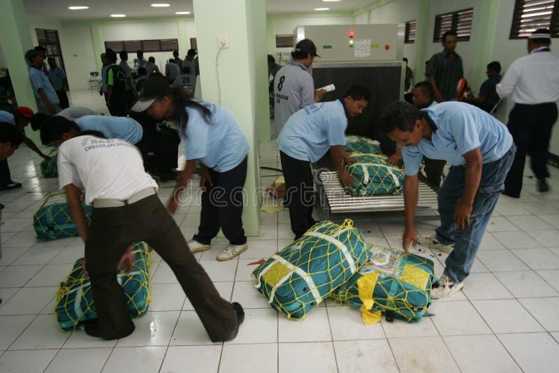 Verificando sacos do Haj fotos de stock