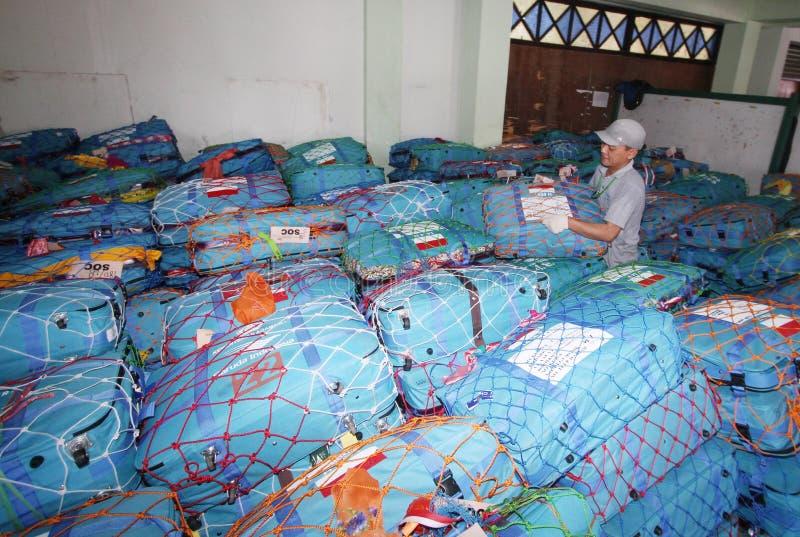 Verificando sacos do Haj fotografia de stock royalty free