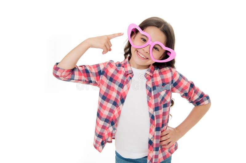 Verifichi il mio stile Adorabile felice del bambino indossa i vetri svegli accessori Fondo bianco isolato sorriso affascinante de fotografia stock