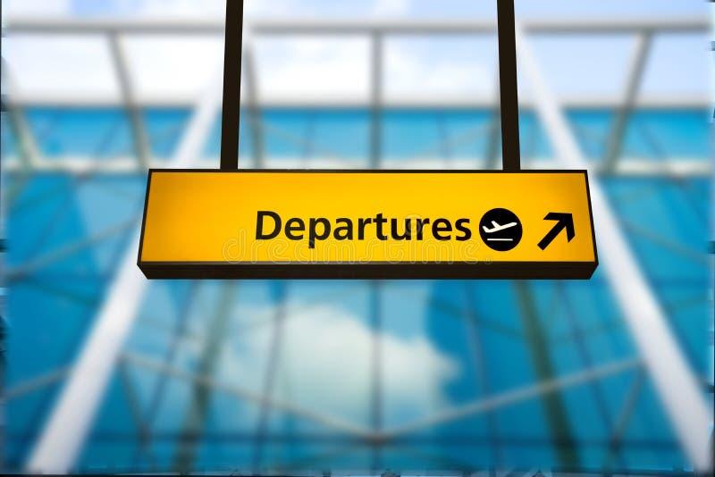 Verifique dentro, sinal da placa da informação da partida do aeroporto & da chegada imagem de stock royalty free