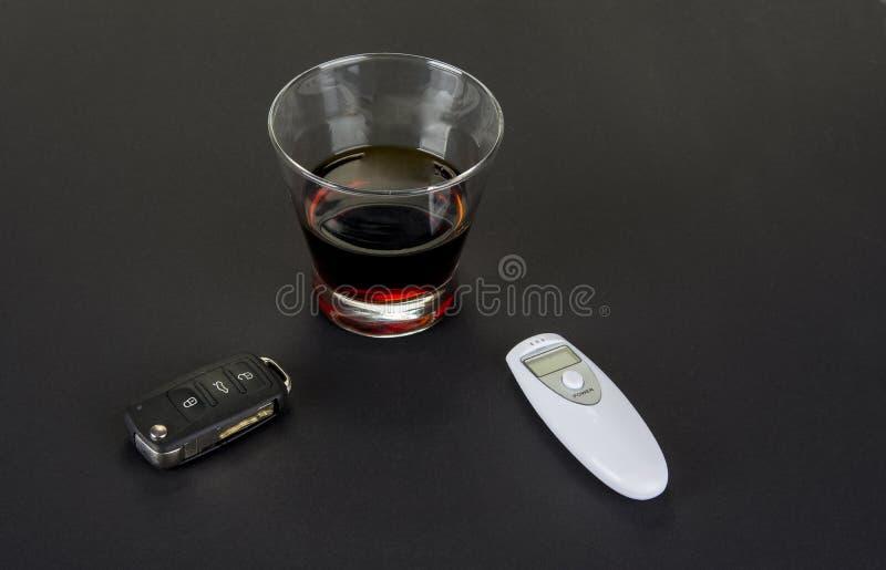 Verifique o nível de álcool antes que você movimentação Bebida do ` t de Don e conceito da movimenta??o imagem de stock
