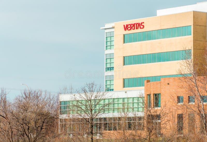 Veritas Corporate Building och tecken royaltyfri foto
