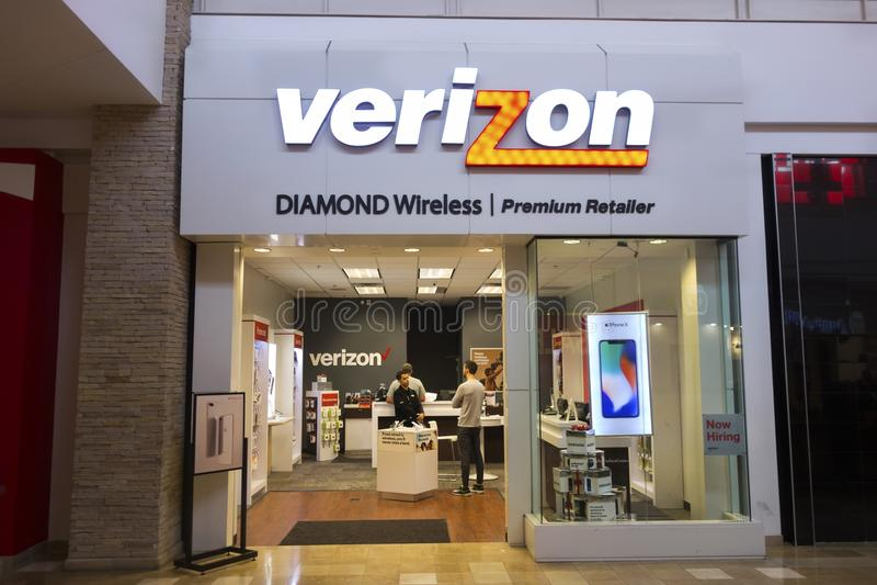 Verizon Wireless lagrar framdelen i Mesa Arizona Shopping Mall royaltyfri fotografi