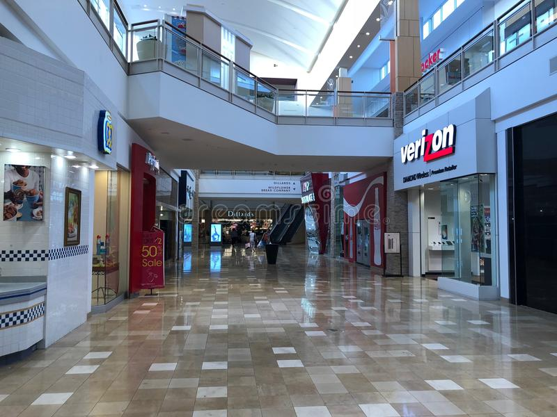 Verizon Wireless stockent l'avant dans le fournisseur Arizona Shopping Mall photos stock