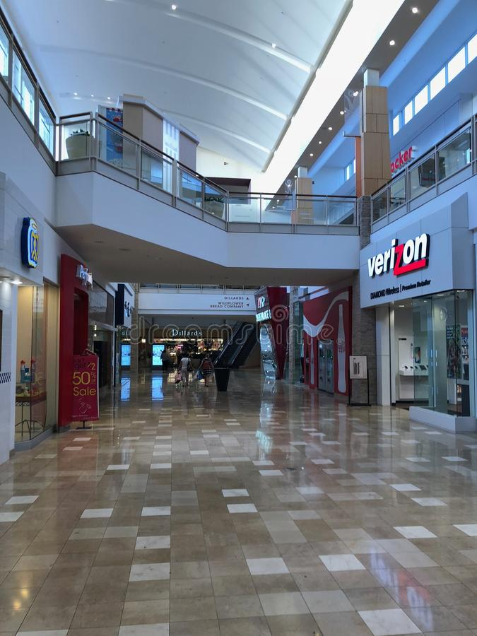 Verizon Wireless stockent l'avant dans le fournisseur Arizona Shopping Mall image libre de droits