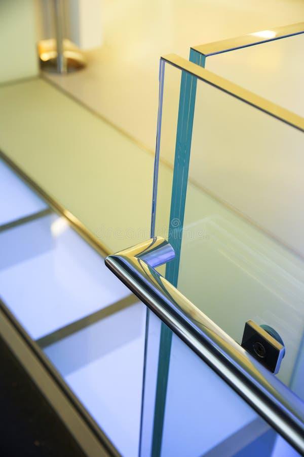 Verja de cristal moderna imagen de archivo