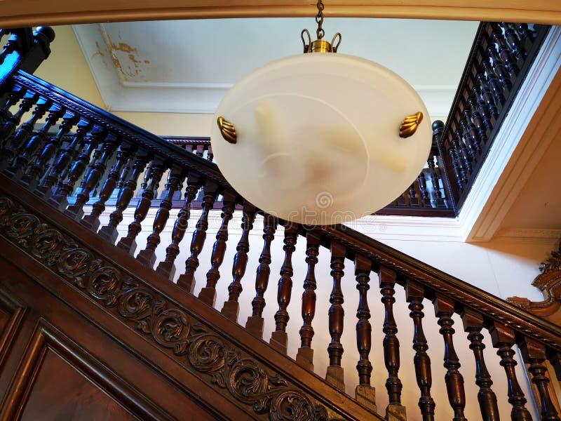 Verja de madera interior - lámpara fotografía de archivo libre de regalías