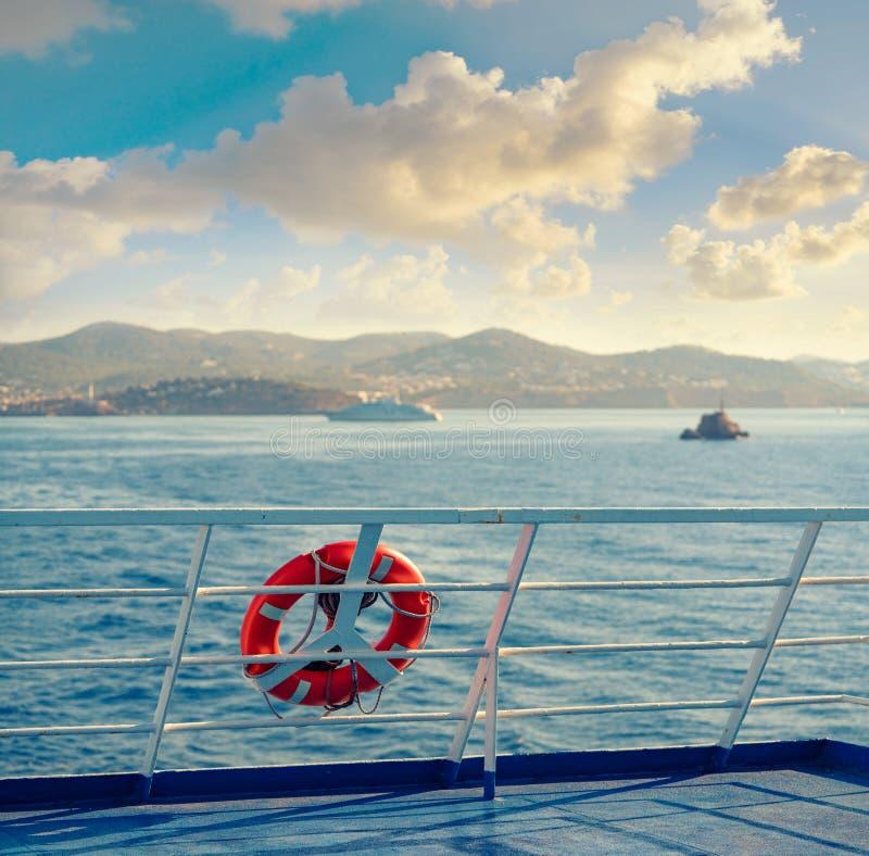 Verja del transbordador en Ibiza con la boya redonda foto de archivo libre de regalías