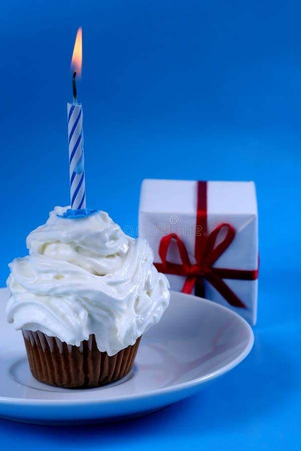Verjaardag cupcake stock afbeeldingen