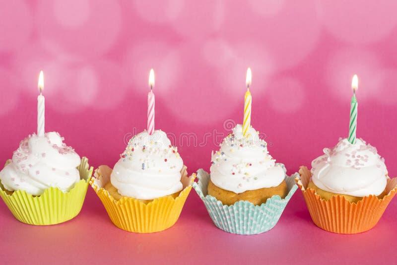Verjaardag cupcakes stock afbeelding