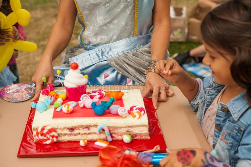 Verjaardagencake stock afbeeldingen