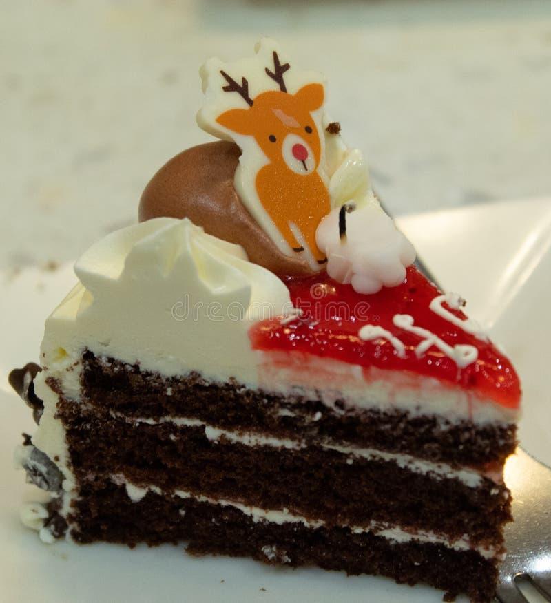 Verjaardagscake bij Kaarslicht royalty-vrije stock afbeelding