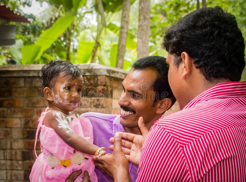 Verjaardagsviering van Indisch kindmeisje stock foto's