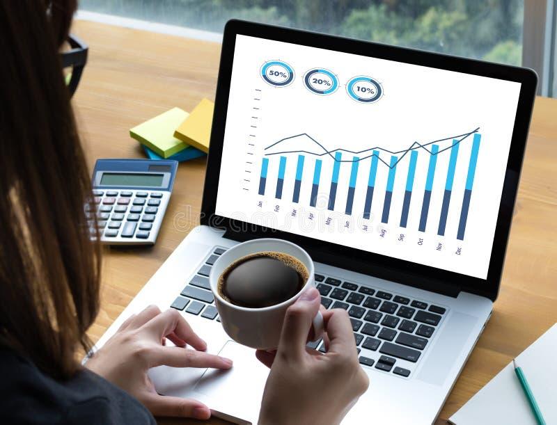 Verkäufe viele Diagramme und Diagramme Geschäft erhöhen Einkommens-Aktien Co lizenzfreie stockfotografie