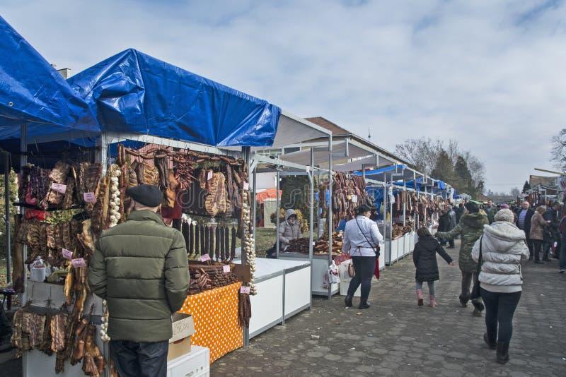 Verkauf des getrockneten und geräucherten Fleisches stockfotografie
