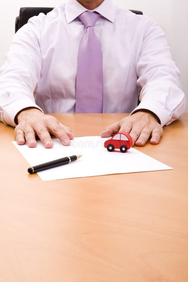 Verkauf eines neuen Autos lizenzfreies stockbild