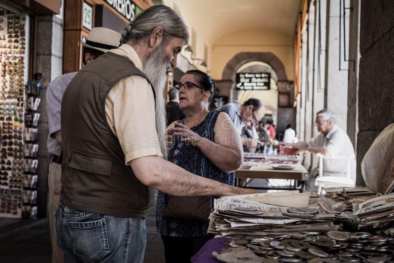 Verkauf von alten Münzen stockfotografie