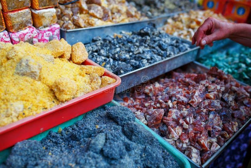 Verkauf von Gewürzen in den Märkten von Goa und von anderen Zuständen lizenzfreies stockbild