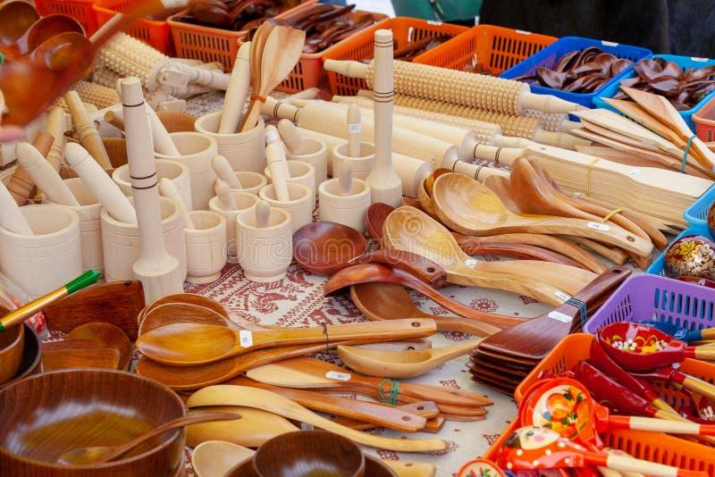 Verkauf von Haushaltsartikeln an der Messe als Andenken lizenzfreie stockfotos