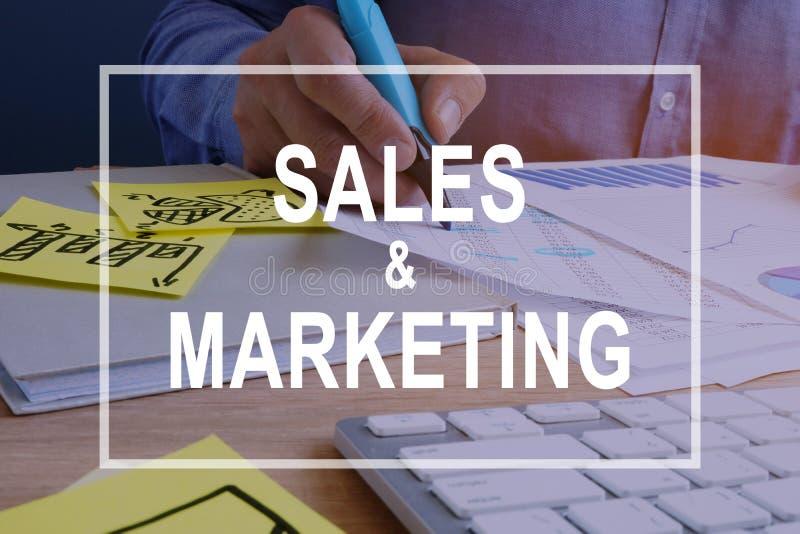 Verkaufs- und Marketing-Konzept Dokumente auf einem Schreibtisch stockfoto