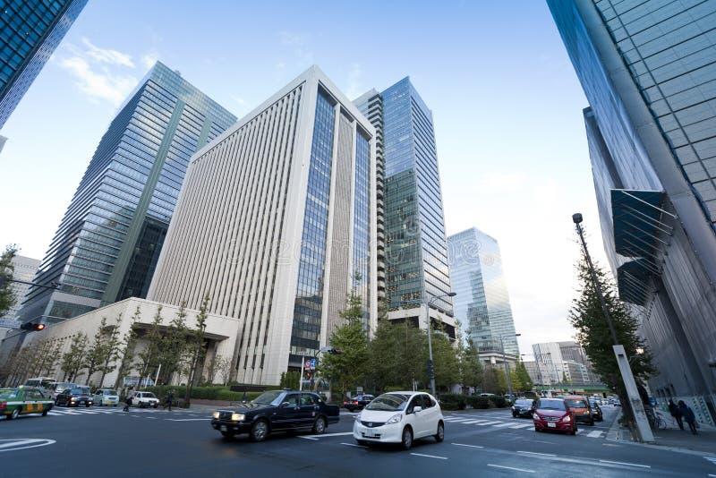 Verkeer bij een kruising in Chiyoda-Afdeling stock afbeeldingen