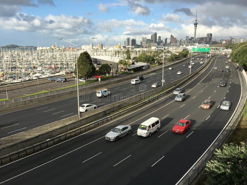 Verkeer in de stad Nieuw Zeeland van Auckland stock afbeeldingen