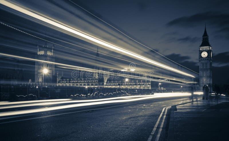 Verkeer door Londen stock afbeelding