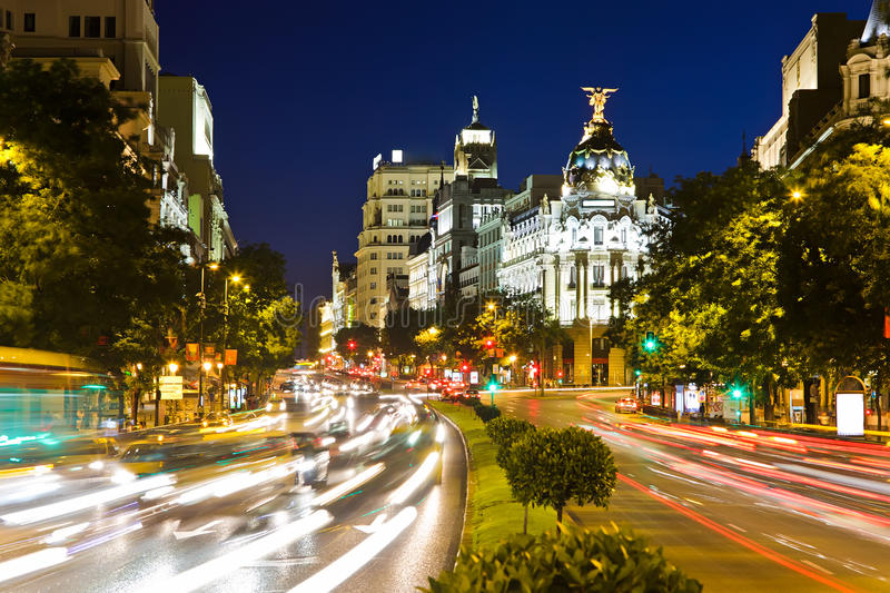 Verkeer in nacht Madrid royalty-vrije stock fotografie