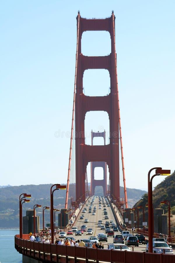 Verkeer op Golden gate bridge stock fotografie