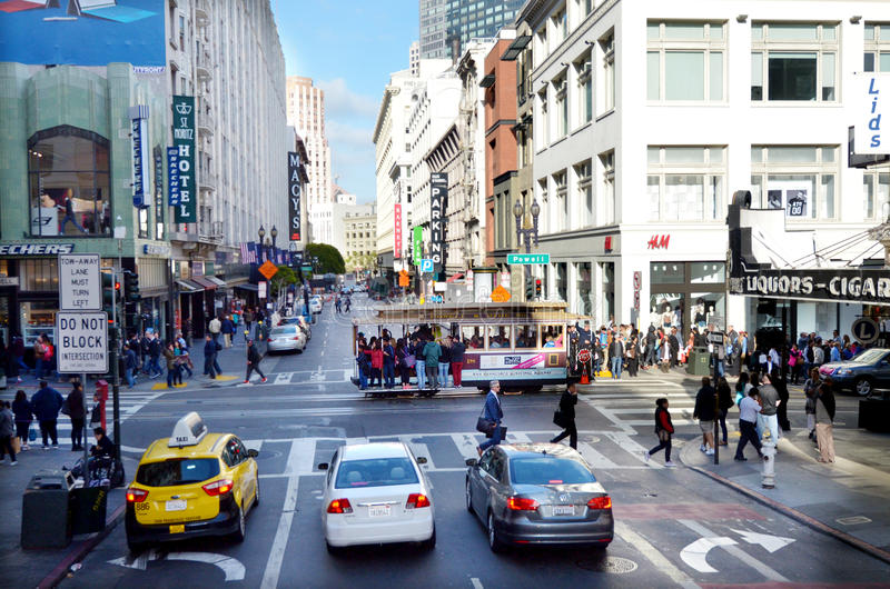 Verkeer op Powell Street in Financieel District van San Francisco stock afbeelding