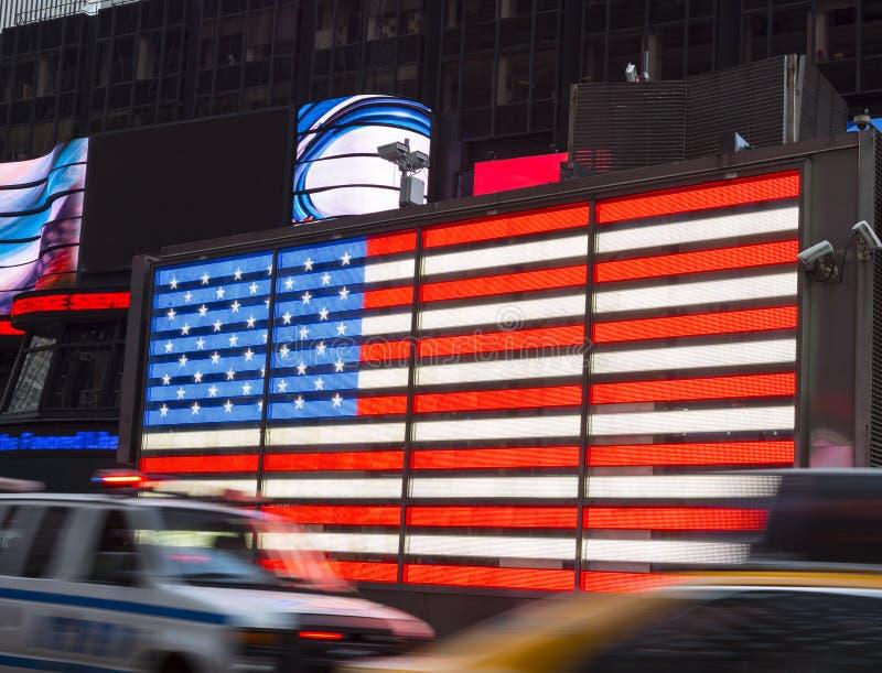 Verkeer in Times Square voor Amerikaanse Vlag stock fotografie