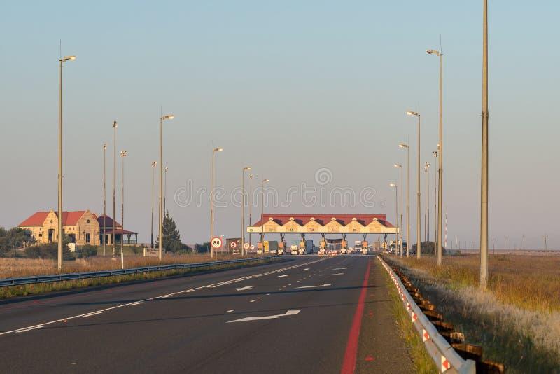 Verkeerdevlei路的N1收费所在布隆方丹北部 免版税库存图片