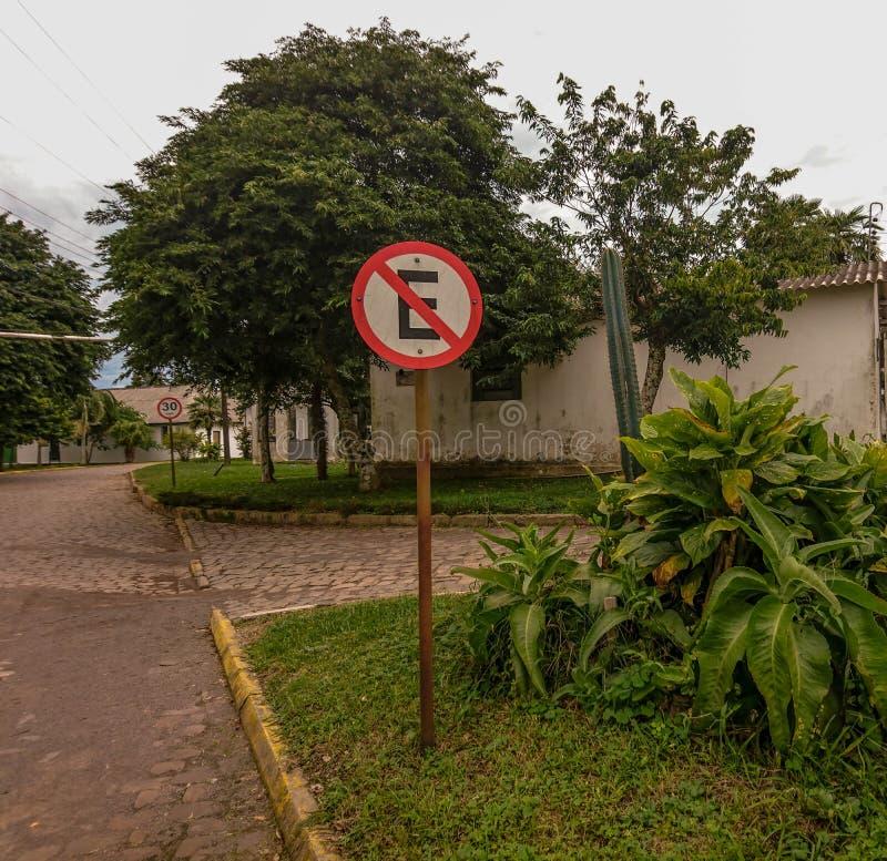 Verkeers signalerende plaat Geen parkeren parkeren stock foto's
