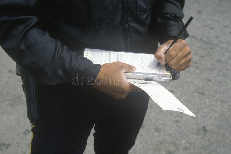 Verkeerscop het schrijven kaartje, Santa Monica, Californië royalty-vrije stock foto's
