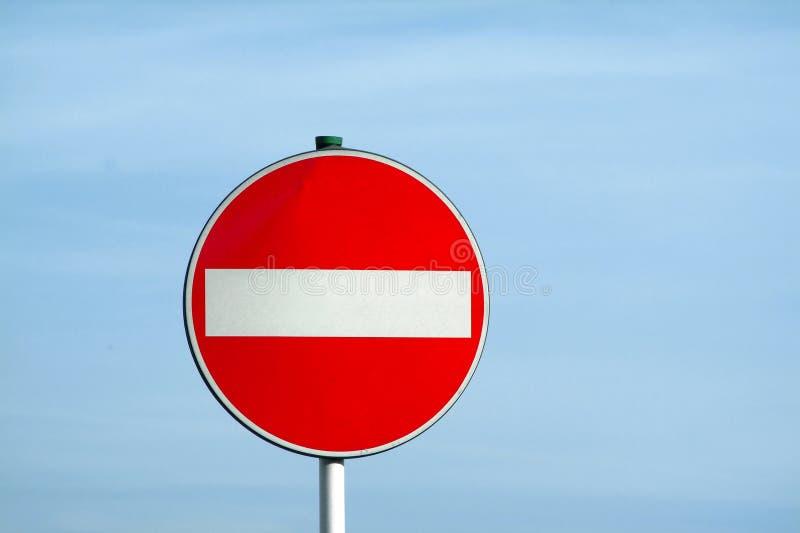 Verkeerslicht over blauwe hemel stock afbeelding