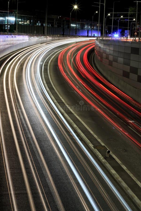 Verkeerslichten bij nacht stock foto's