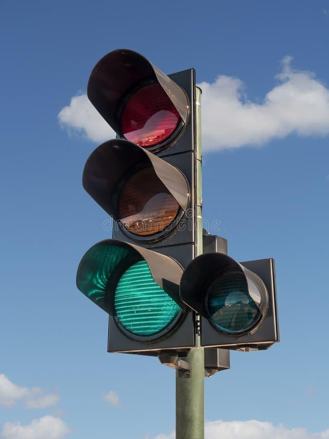 Verkeerslichten met groen licht  stock foto