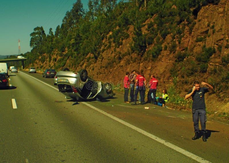 Verkeersongeval op autosnelweg stock fotografie
