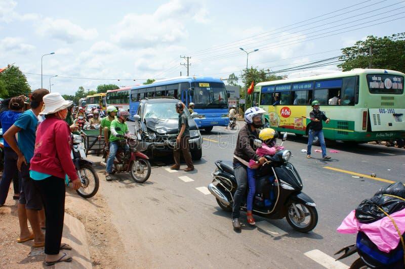 Verkeersongeval, verpletterde auto, motor stock afbeelding