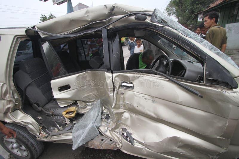 Verkeersongevallen toe te schrijven aan bestuurdersachteloosheid stock afbeeldingen
