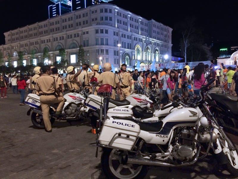 Verkeerspolitie aan het werk op Overwinningsdag, Vietnam stock foto
