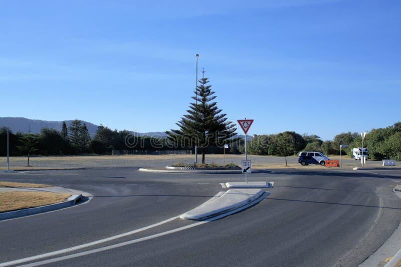 Verkeersrotonde in Australische stad, Coffs-Haven stock foto's