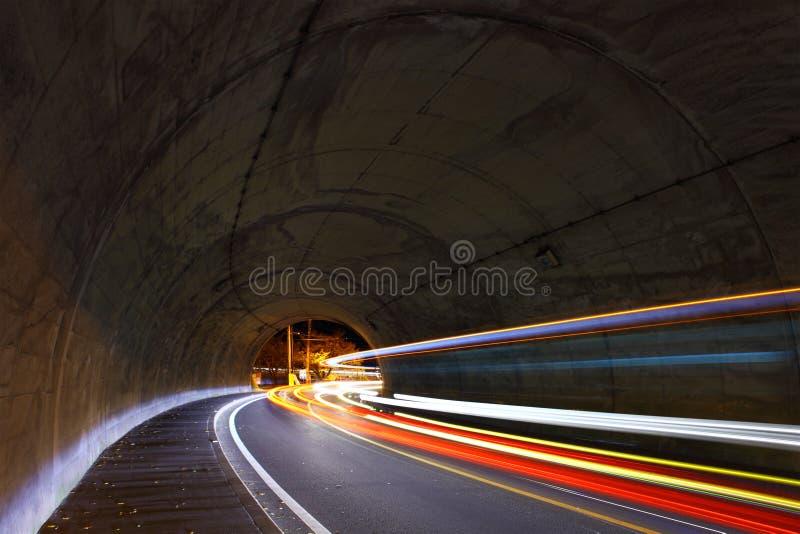 Verkeerssleep in tunnel stock fotografie